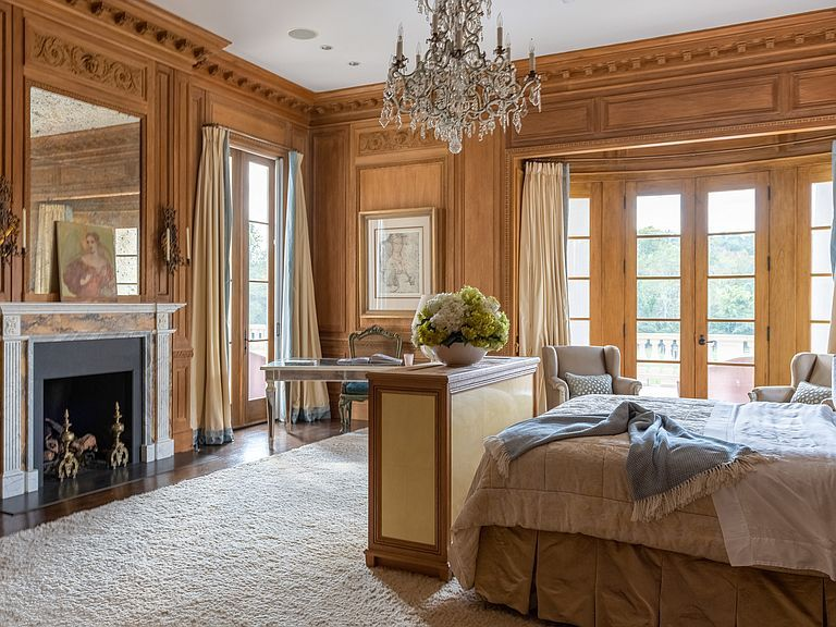 1040 W Conway Dr Nw Atlanta Ga 30327 Mls 6632831 Zillow Tuscan House Large Bedroom Formal Living Rooms Bedroom suites in atlanta ga