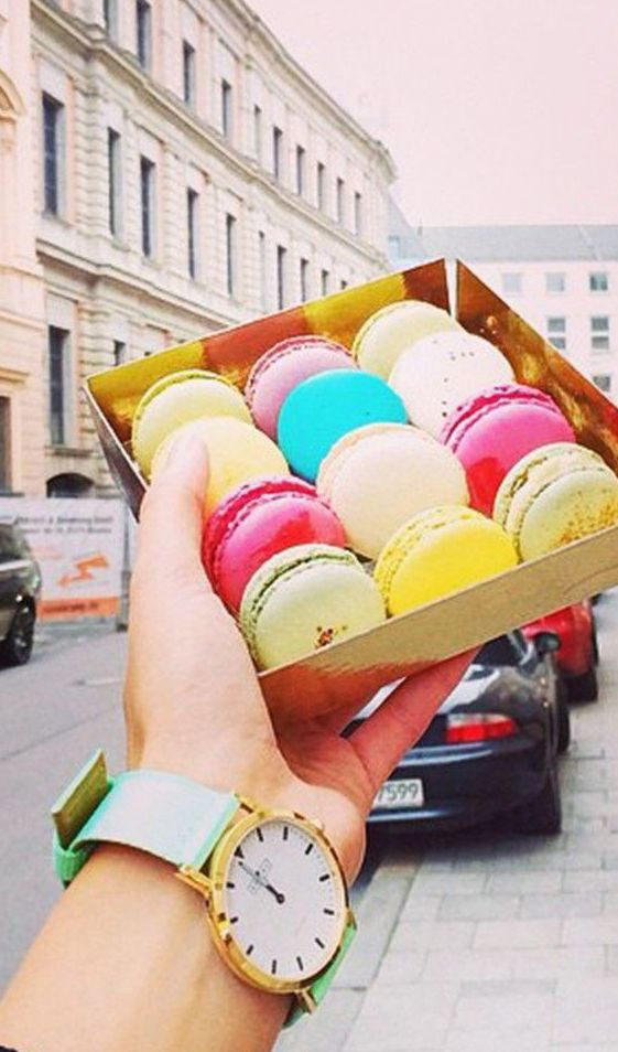 Portland watch with classic mint strap - great photo; the macaroons remind me of Sicily. ❤️