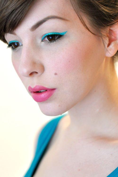 Aqua Eyeliner+Pink lips