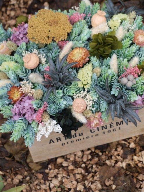Cajón con centro de flores secas y artificiales Flores secas - flores secas