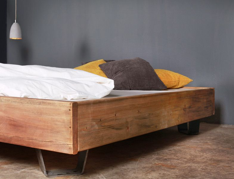 Holzbett schwebend  Bauholz Bett Cadanet schwebend Eisenfüße 160x200cm