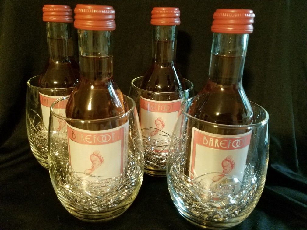 quick gifts for coworkers mini bottles of wine in stemless wine glasses my creations diy. Black Bedroom Furniture Sets. Home Design Ideas