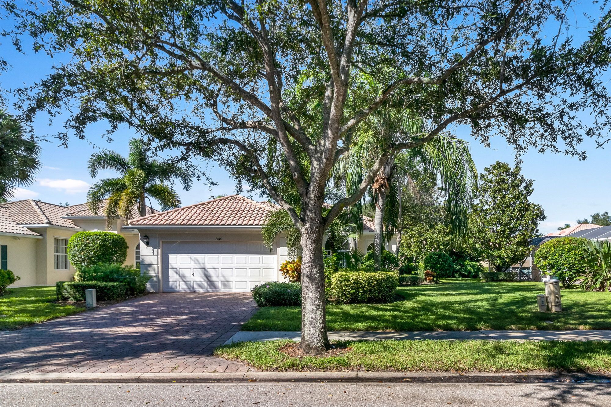 Spectacular Peaceful Lake Views Surround This Bright Spacious Wide Open Comfortable 3br 2ba Den Split Pl Palm Beach Gardens Palm Beach Screened In Patio