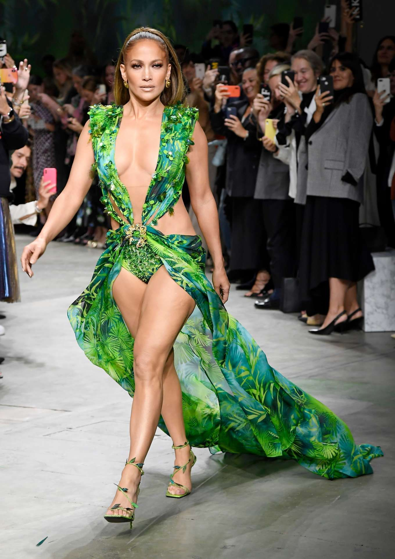 Jennifer Lopez Breaks The Internet By Recreating Her Iconic Versace Dress Moment At Milan Fashion Week Mark Jennifer Lopez Green Dress Fashion Jennifer Lopez [ 1926 x 1360 Pixel ]