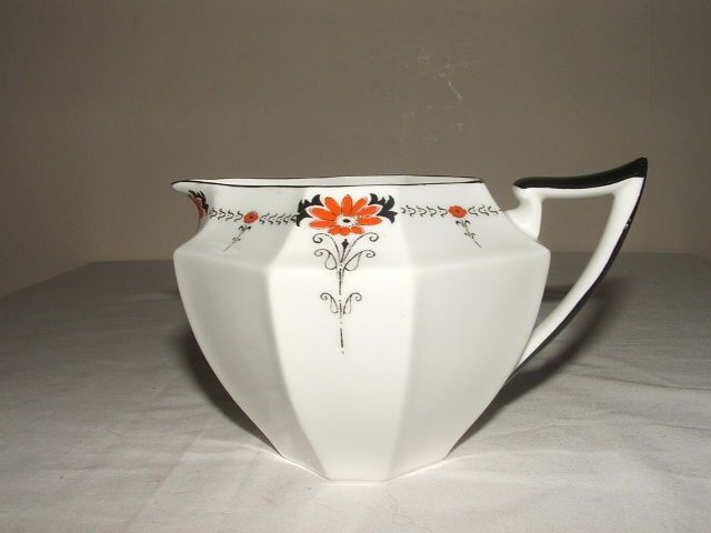 SHELLEY ART DECO QUEEN ANNE RED DAISY JUG TRULY STUNNING