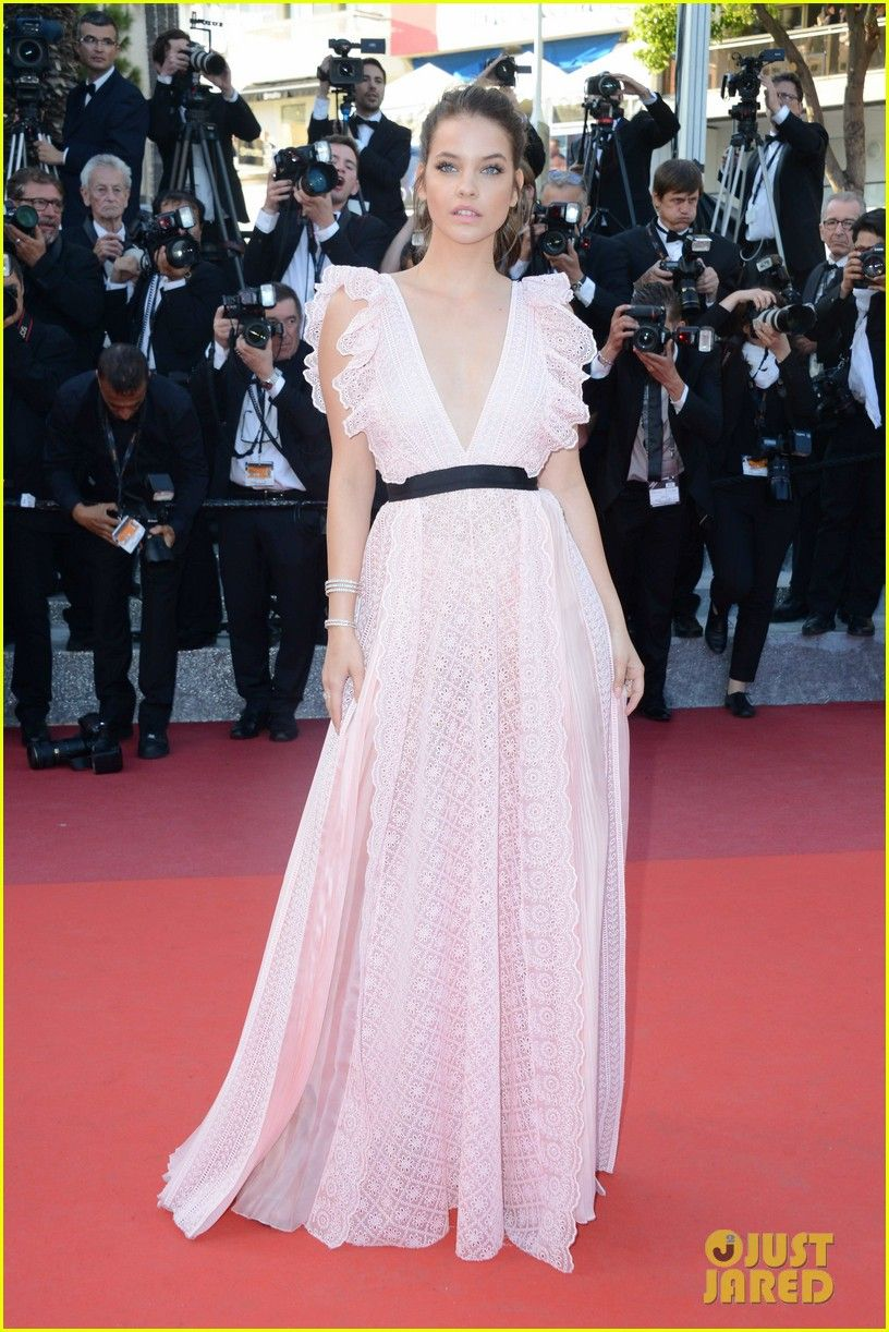 Adriana Lima, Karlie Kloss & Izabel Goulart Glam Up 'Julieta' Red Carpet at Cannes 2016: Photo #3658770. Adriana Lima looks stunning as she hits the red carpet at the premiere of Julieta during the 2016 Cannes Film Festival on Tuesday (May 17) at the  Palais des Festivals…