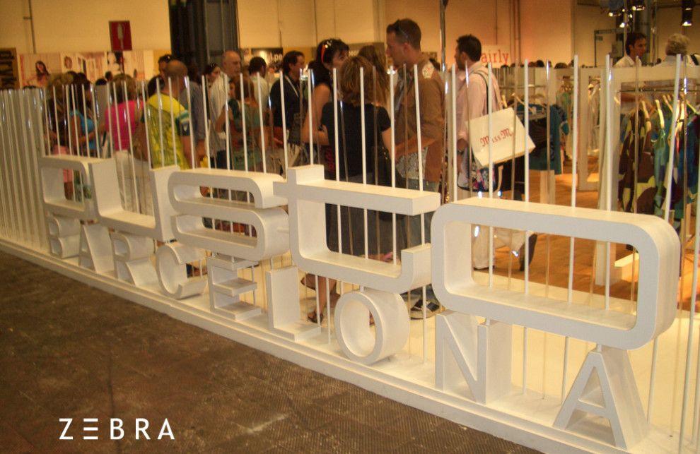 Estand para Caramelo en la feria bianual de moda Pitti Uomo, en Florencia. Año 2012.  Diseño de planos técnicos, producción e implantación de espacio efímero.