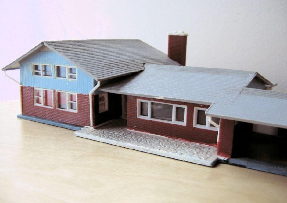 Split Level Ranch Model Home Kit Ho Scale Etsy Model House Kits Model Homes Blue Siding