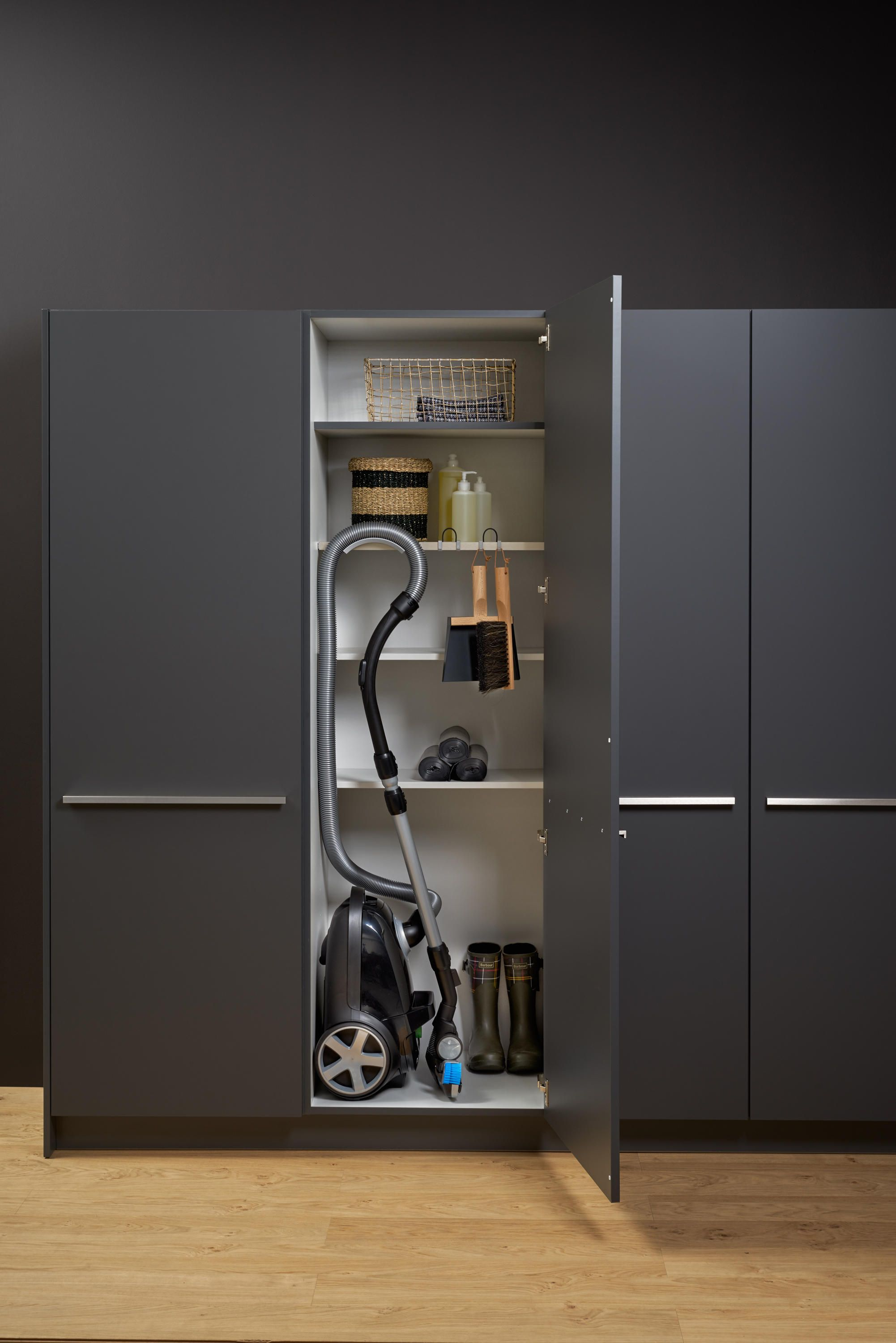 Tall Utility Unit Designer Cabinets From Leicht Kuchen Ag All Information High Resolutio Kitchen Design Showrooms Closet Shelving System Shelving Systems