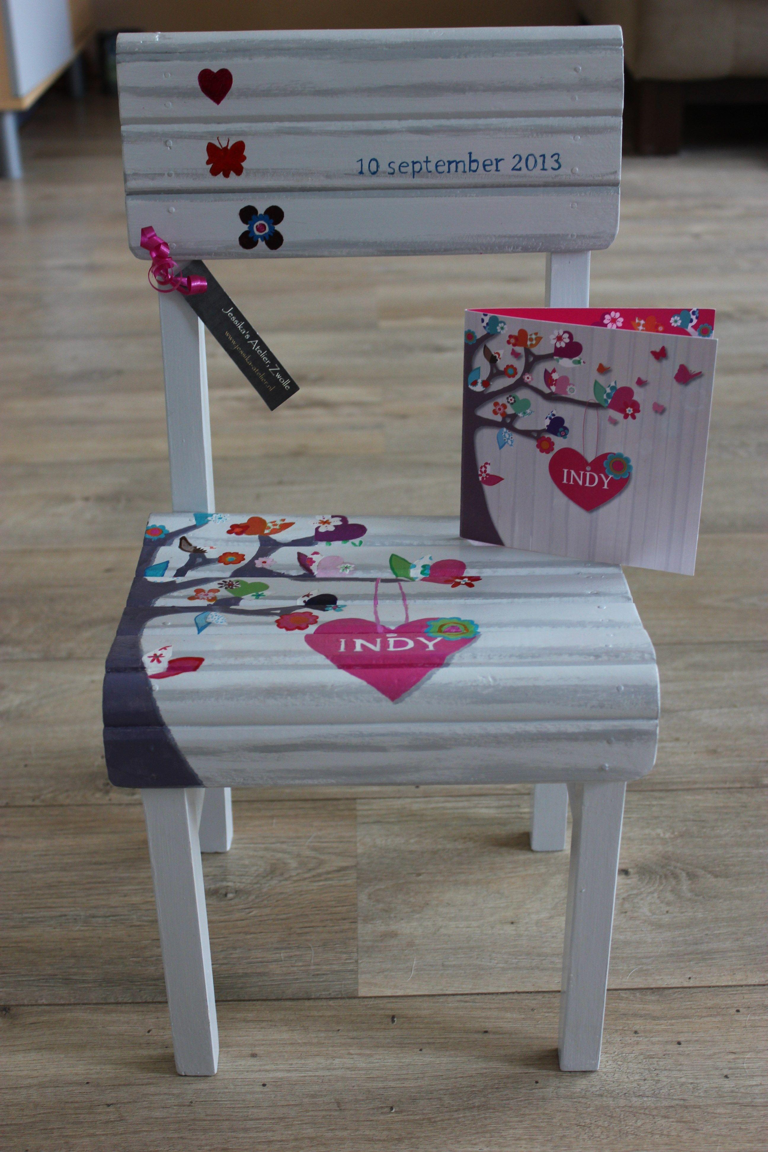 stuur je geboortekaartje naar me op en ik schilder deze op On geboortekaartje op stoel