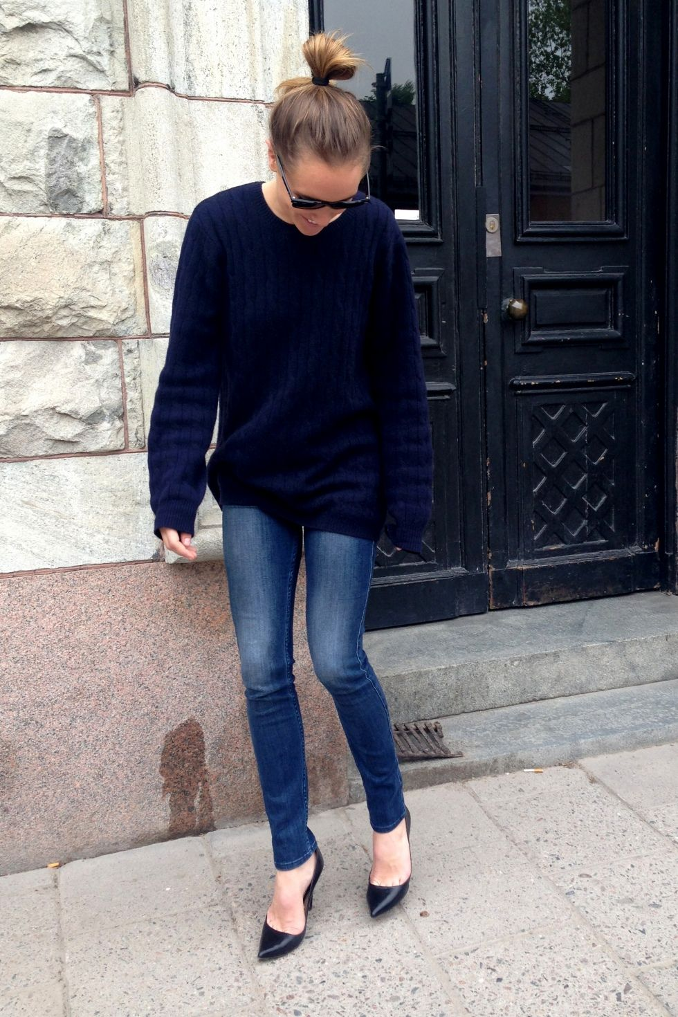 big sweater, skinny jeans and pointy shoes.