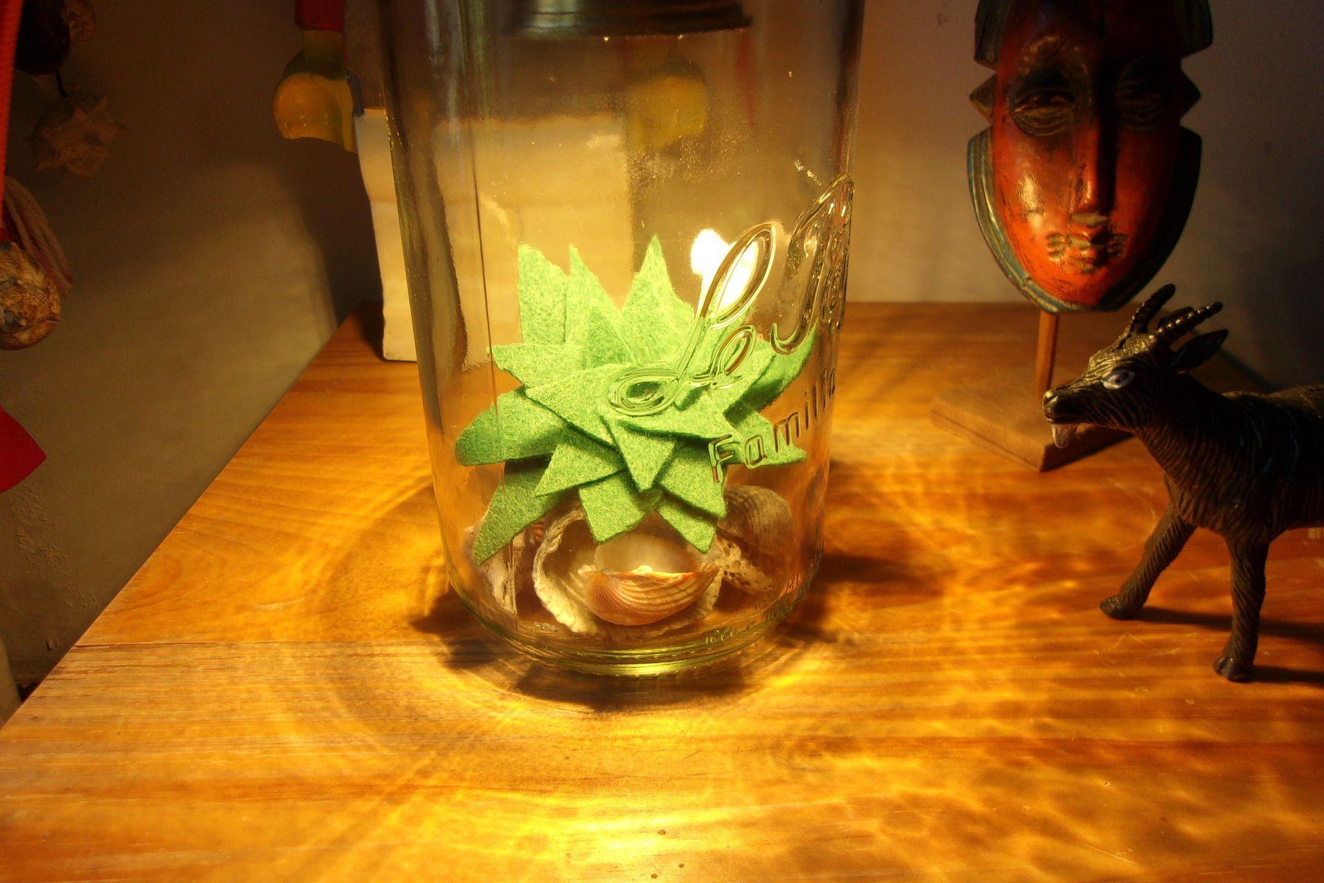 Lampe terrarium avec succulente en tissu (feutrine) : Luminaires par kisskiss-bang-bang