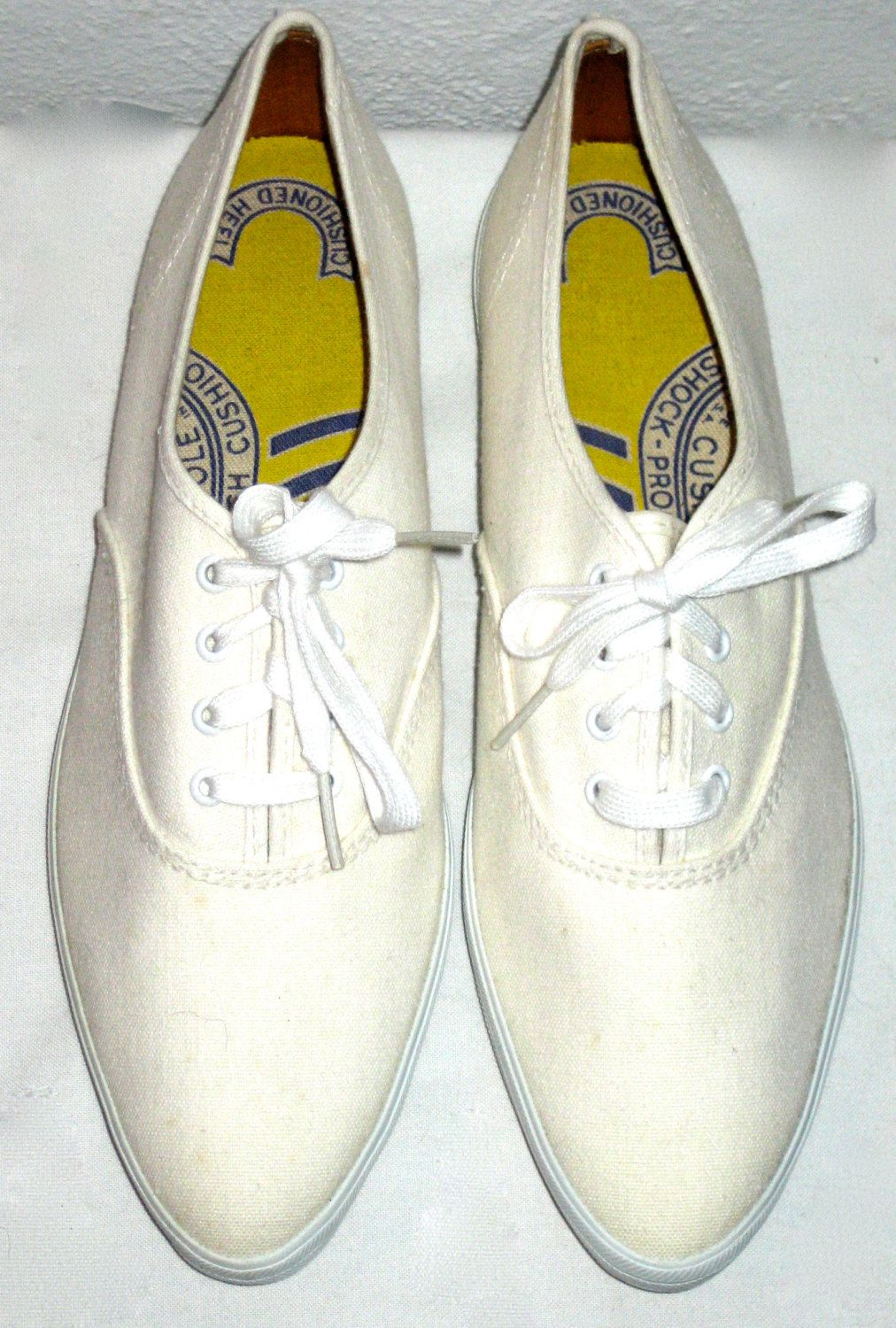 bb4bde339 Vintage 60s era Keds pointy sneakers tennis shoes size 7 new old stock  unworn by sweetalicelovesyou on Etsy