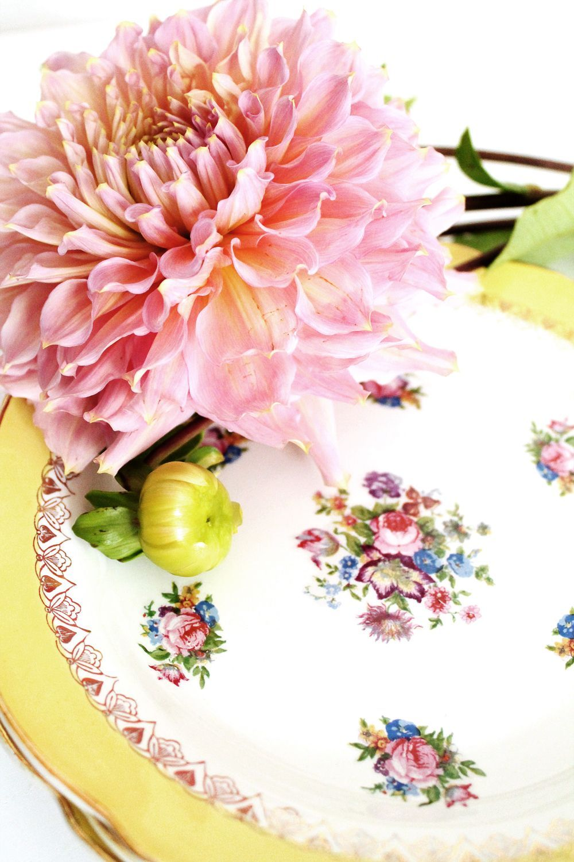 Mademoiselle Claudine Vaisselle Vintage Boutique Deco Vintage Petites Assiettes Jaunes A Fleurs Assiettes Jaunes Petites Assiettes Boutique Deco