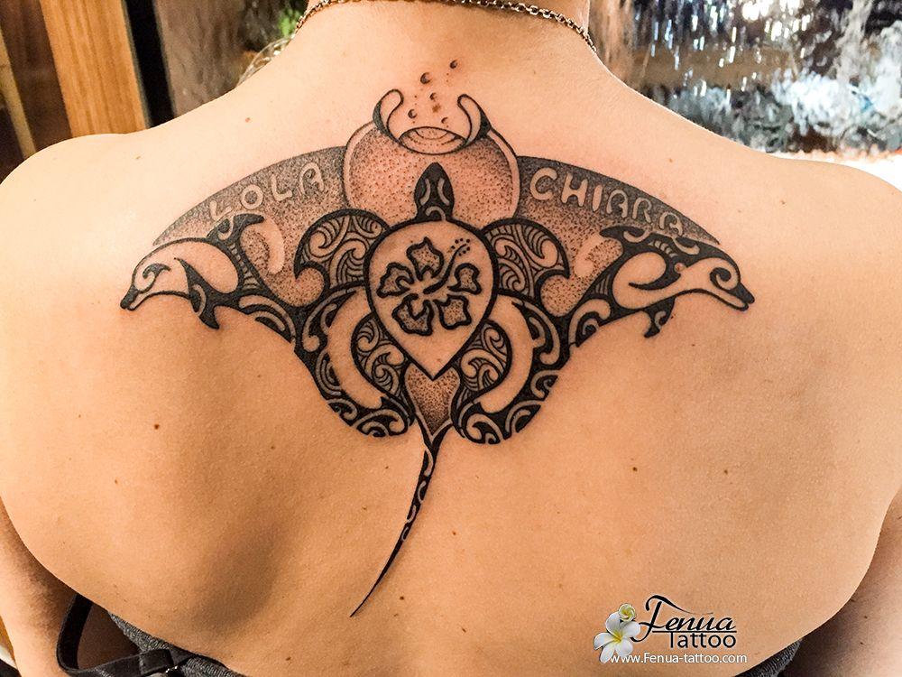 tatouage polynésien tribale de tortue dauphin et raie dans le dos - tatouage Polynésien