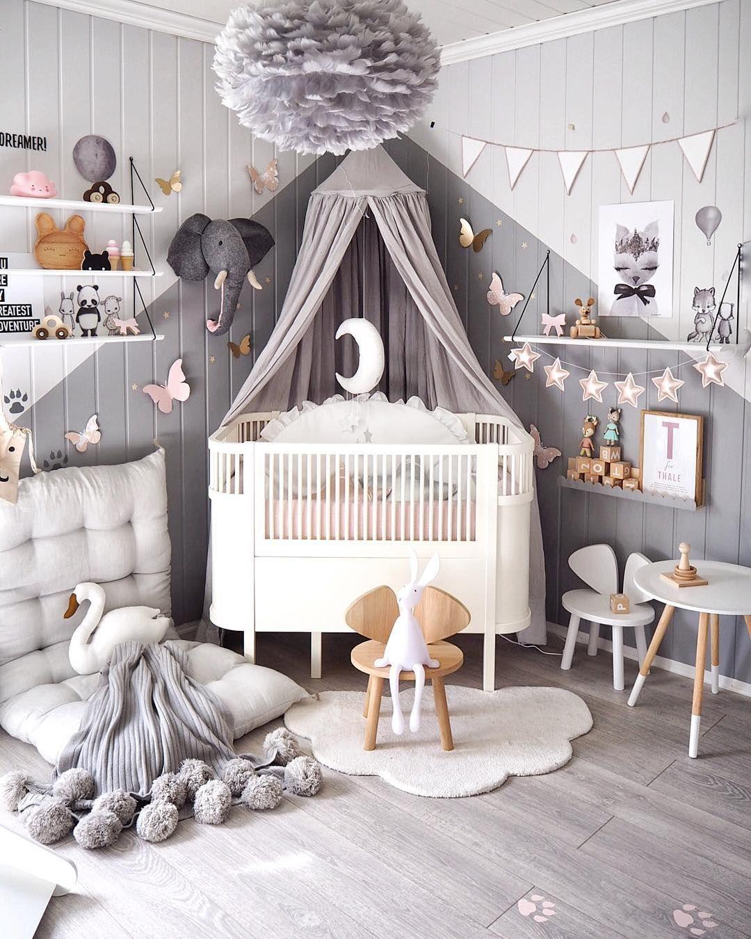 Graues Kinderzimmer mit verspielten Accessoires Graues
