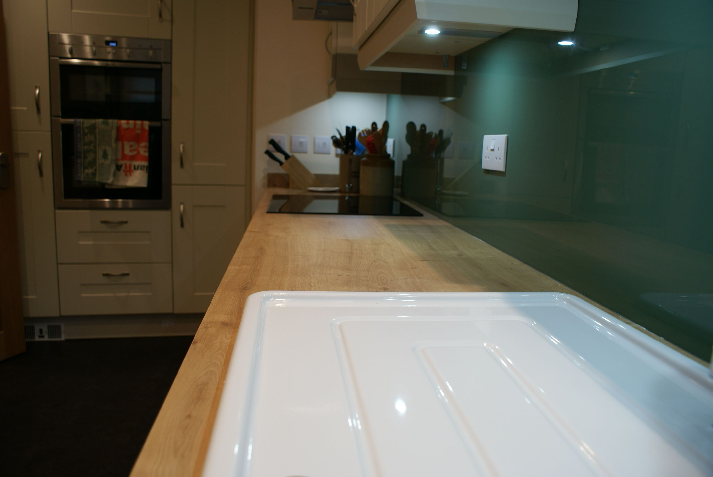 Quinag Matt Ivory Kitchen with Arlington Oak Laminate worktop and ...