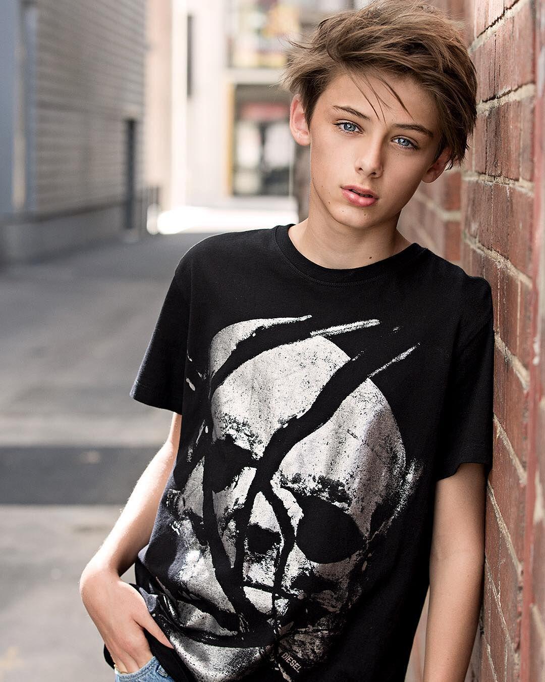 Boy boy teen teenage world — img 12