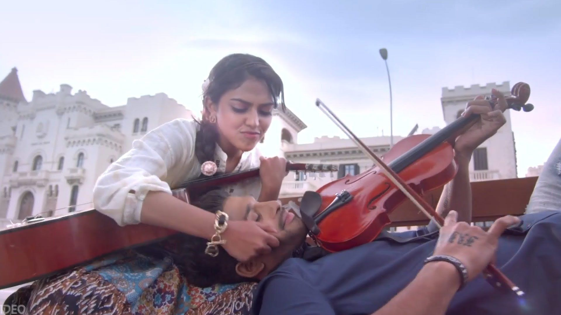 Violin Song Girl Just Video Song Iddarammayilatho Movie Allu Arjun A Violin Songs Just Video Songs