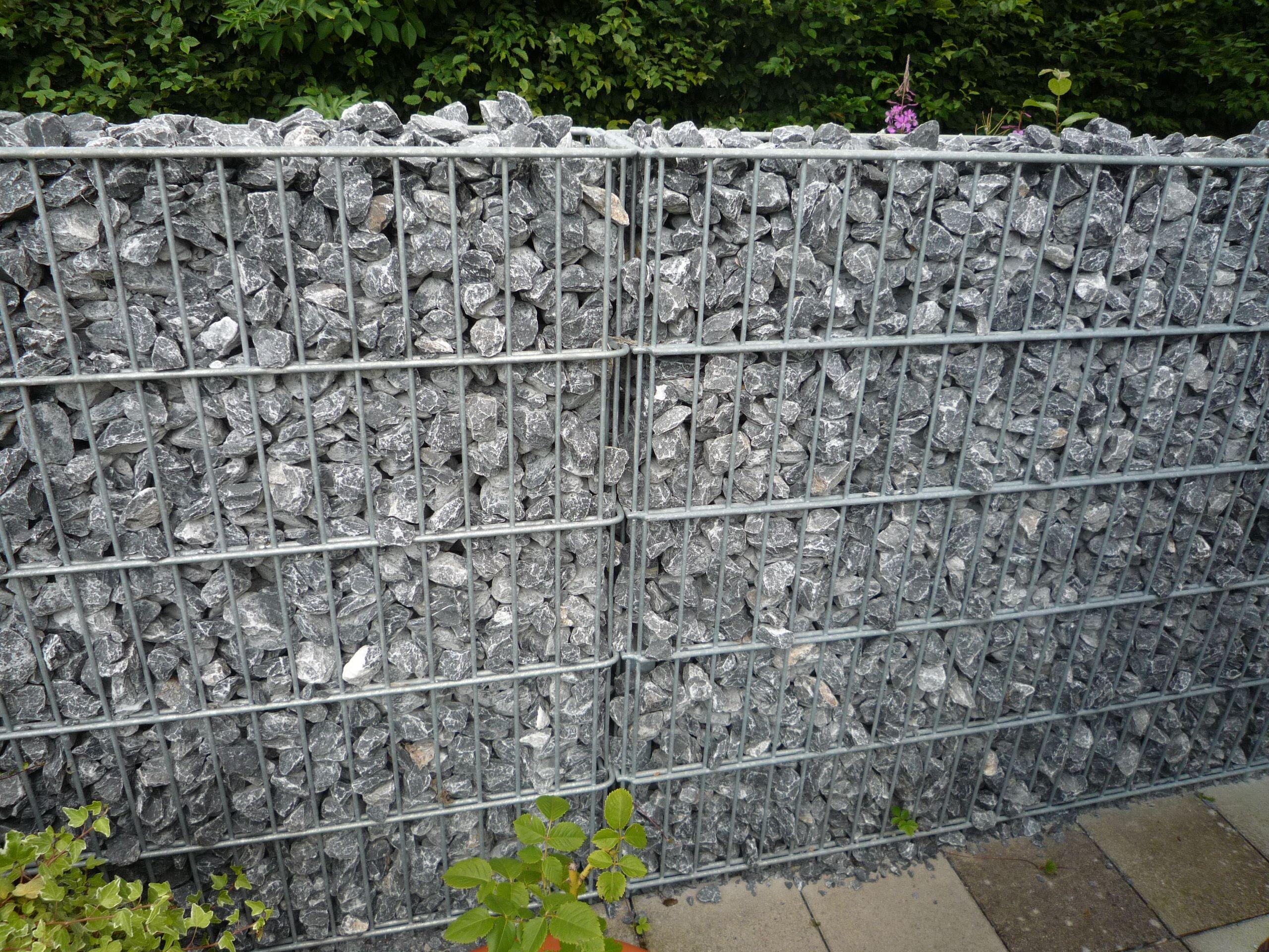 Stabile Gabione Meschede als Sichtschutz auf der Terrasse
