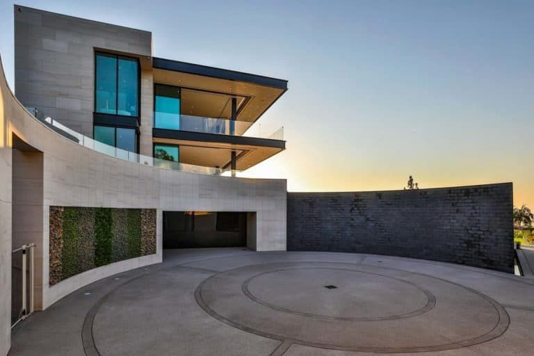 Jaw Dropping Dream Home Overlooking The Los Angeles Skyline Luxury Homes Dream Houses Bel Air House Dream House