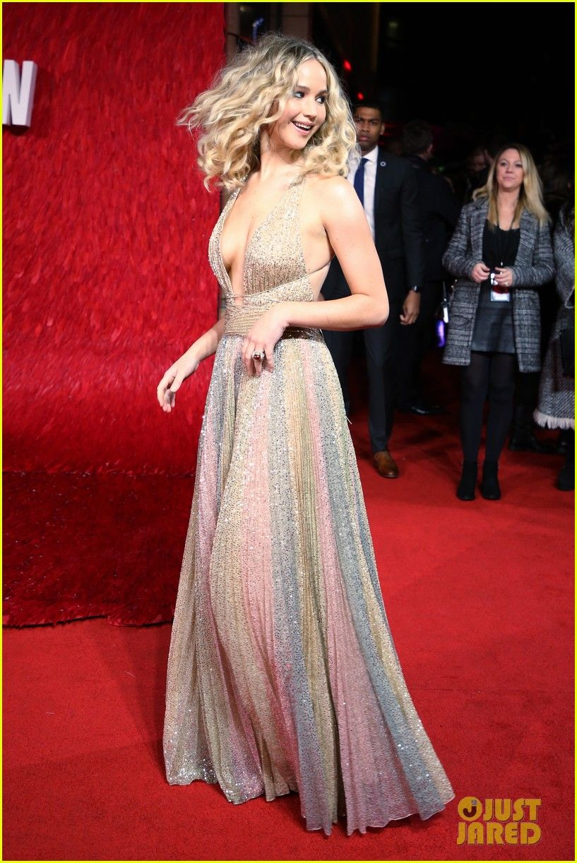3c0fca2ff Jennifer Lawrence Works the Red Carpet at  Red Sparrow  Premiere ...