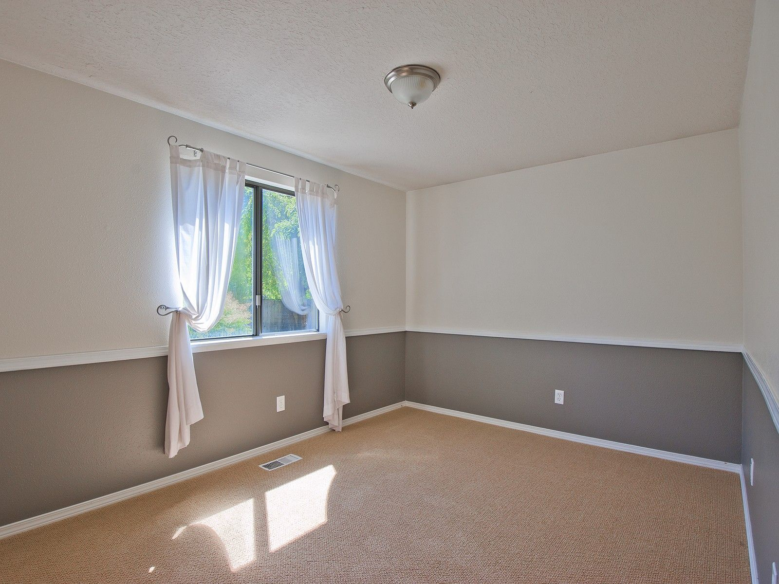 http://www.designbuildpros.com/chair-rail-molding-and ...