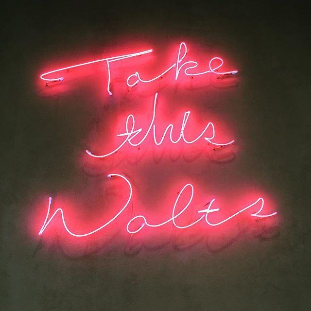 #mulpix - 매주 목요일 방청소 하는 날 신발장부터 화장실까지 청소에 심취 근심 걱정 박박 씻어내듯   #Neon  #Neonlights  #Neonsign  #Neonpink  #Pink  #네온  #네온사인  #핑크