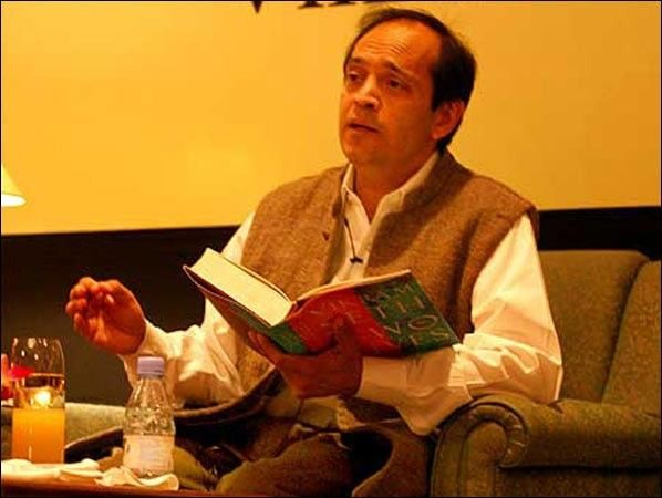 Indian Novelist Poet Travel Writer Children S Writer And Memoirist Vikram Seth Shot To Fame With His Second Book A Suitable Bo Author Travel Writer Novelist