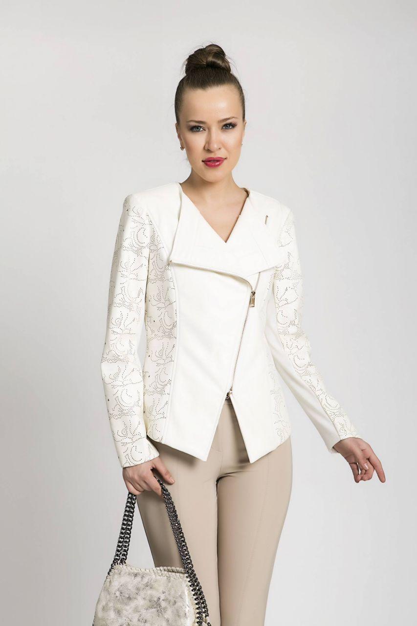 Serpil Exclusive Kadin Giyim Markasi Online Alisveris Sitesi Asimetrik Yaka Ve On Kapama Detayli Ekru Ceket Kadin Giyim Moda Stilleri Moda