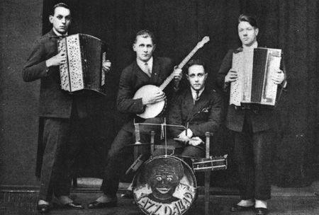 """""""Jazz""""-Dallapé 1920-luvulla: Erkki Majander, Ville Alanko, Mauno Johansson, Martti Jäppilä."""