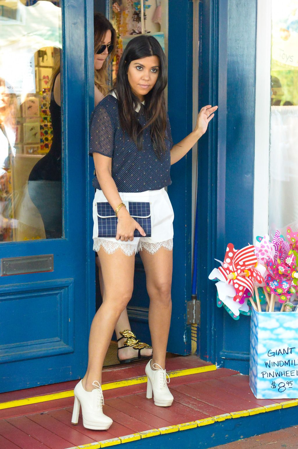Kylie Jenner   Kylie jenner style, Leather skirt, Fashion
