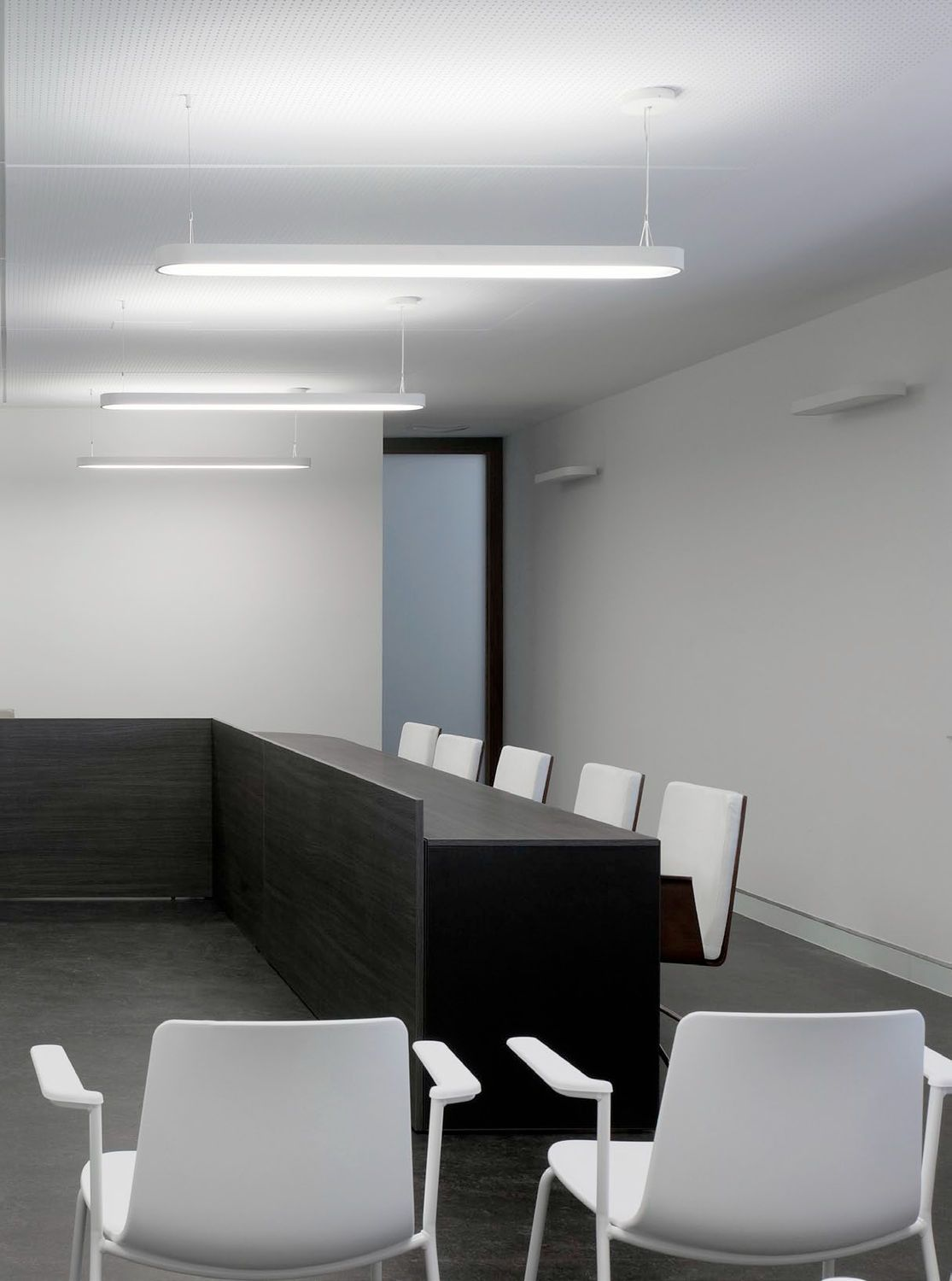 Conference Room Lighting Design: Linear-suspended-fluorescent-light-fixtures-offices