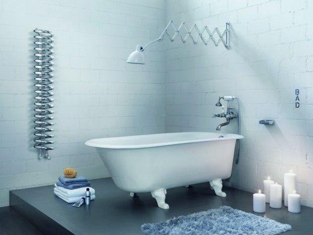 salle de bain enti rement blanche sauf au niveau du sol qui est en b ton cir un baignoire a. Black Bedroom Furniture Sets. Home Design Ideas