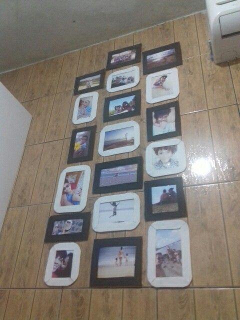 Parede de fotos com molduras de papelão  e papel emborrachado.
