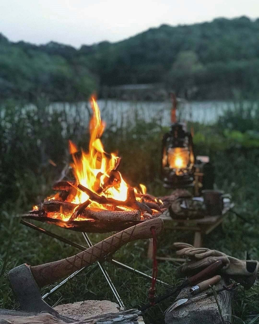 Campfire Cooking The Sound Of Fire Is So Soothing Tag Someone Who Likes It Weeken Camping Deracom1122 Dogadaki Etkinlikler Kamp Atesi Doga Seyahati