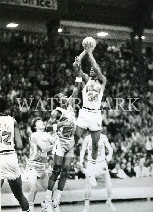 Len Bias Shoots Over Michael Jordan 8x10 Ap Wire Press Photo Unc Vs Maryland In Sports Mem Cards Fa Michael Jordan Unc Basketball Photography Michael Jordan