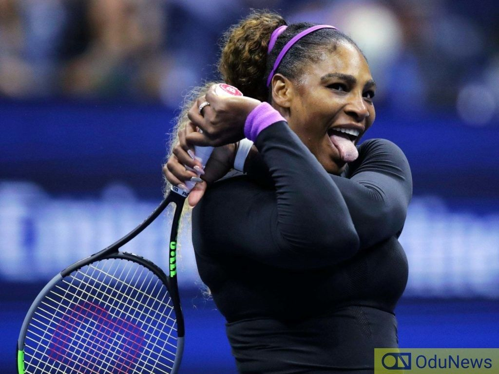 Serena Williams Embarrassed In Video Showing Her Dancing Skills Entertainment Serenawilliams In 2020 Serena Williams Serena Williams Tennis Serena