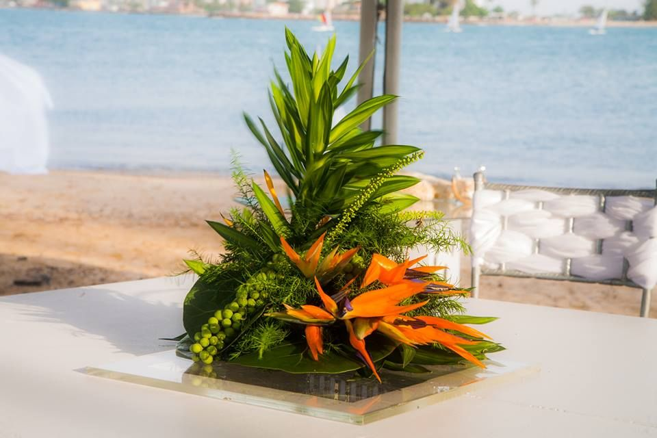 Hermoso Arreglo Floral Para Una Boda A La Orilla De La Playa