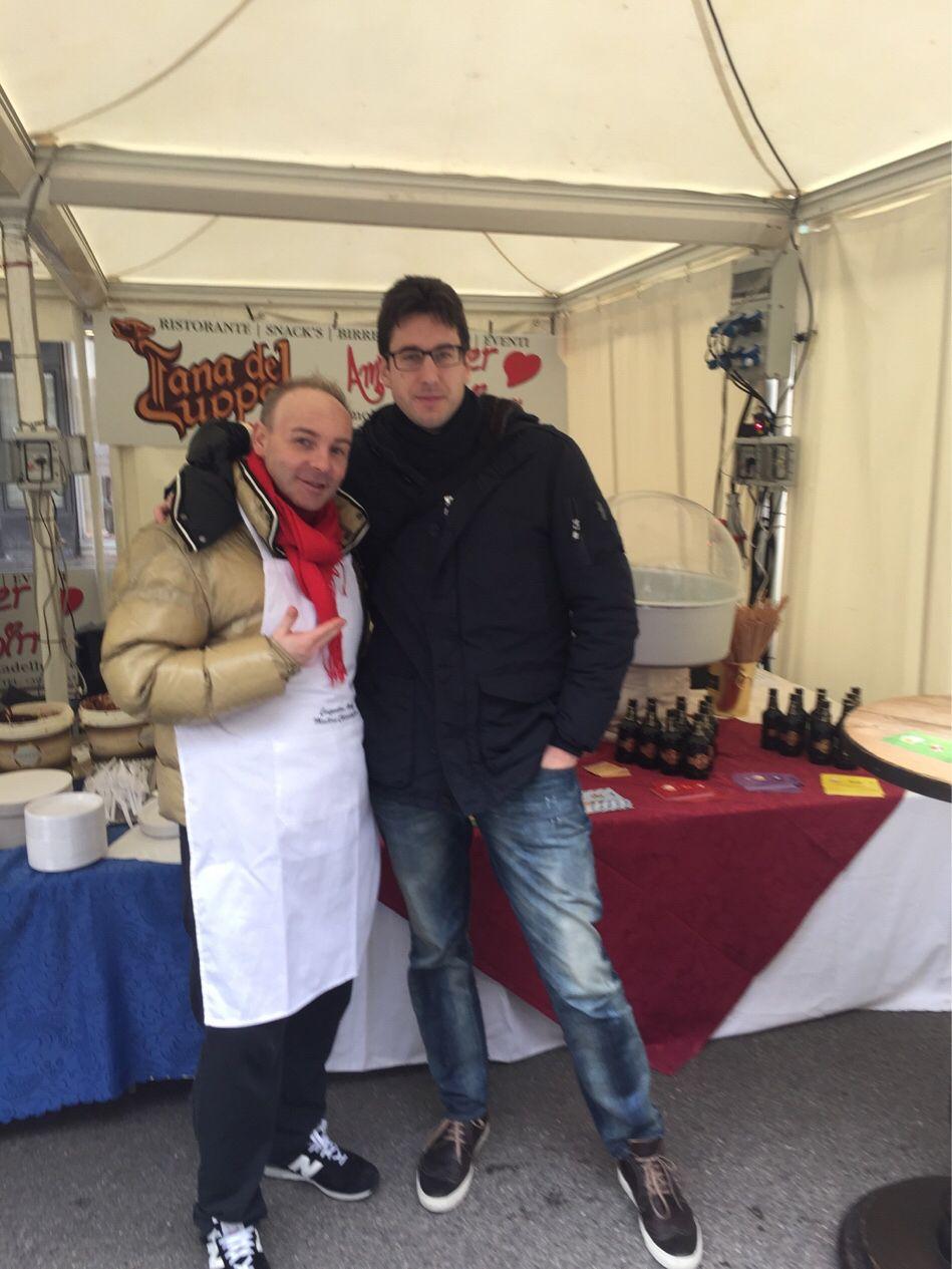 #amolatana #sandonadipiave La Tana e Udy vi aspettano in #piazza con dolci e birra di #cioccolato!!