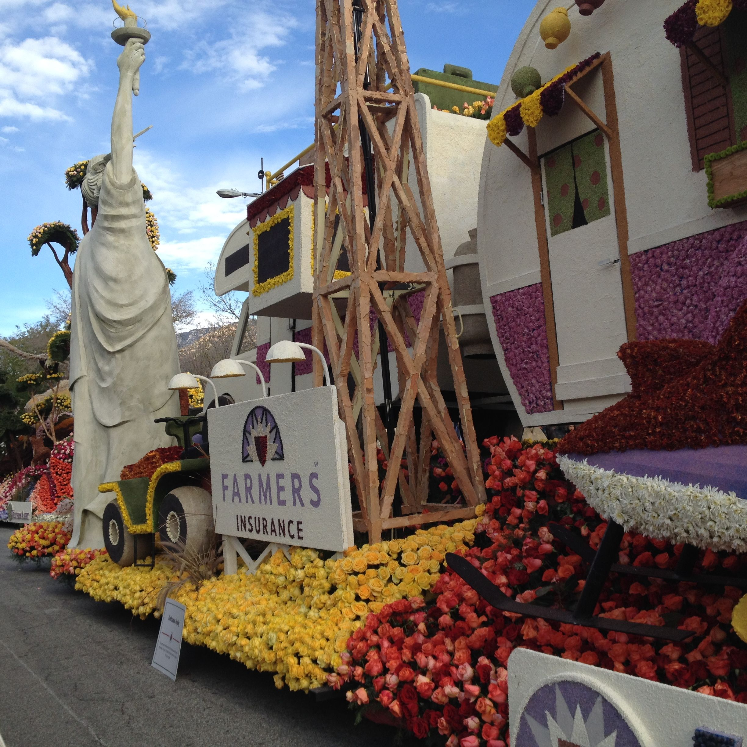 2016 Farmers Insurance Rose Parade Float Along For The Ride