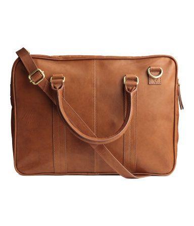 Konjaksbrun. PREMIUM QUALITY. En stadig väska i läder. Väskan har dubbla handtag och avtagbar, reglerbar axelrem. Dragkedja upptill. Ett innerfack med