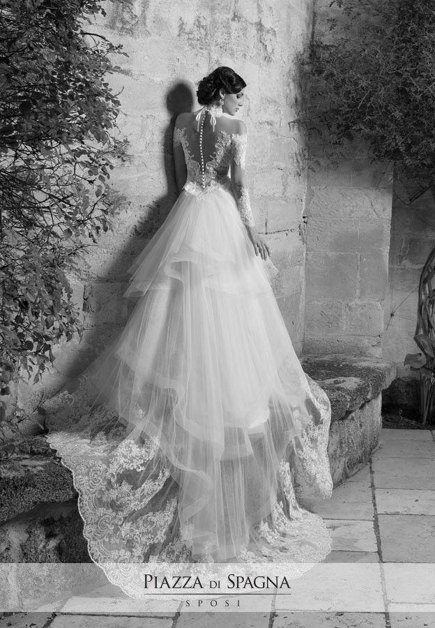 #NadiaOrlando è la stilista italiana che utilizza con classe le sovrapposizioni in pizzo Macramè sulle trasparenze del corpetto, in grado di creare un intrigante effetto nudo. Scopri i suoi emozionanti abiti da #sposa su http://www.piazzadispagnasposi.it/collezioni/sposa/nadia-orlando-2017/