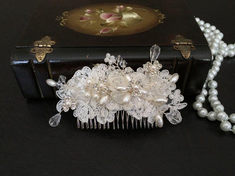 Accesorios cabello novia, pedazo de cabeza de novia, Ivory de encaje, perlas, peine de alarastore en Etsy https://www.etsy.com/es/listing/226274122/accesorios-cabello-novia-pedazo-de