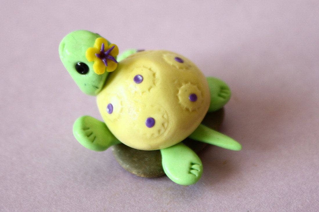 Candy turtle (ornament sculpture). €5,00, via Etsy.