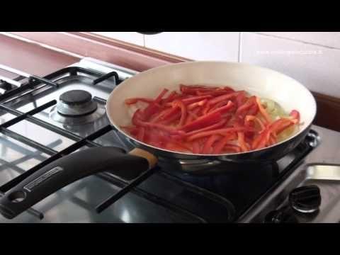 """""""Pasta con crema di peperoni"""".  Un primo piatto delicato e raffinato facile da preparare.  Difficoltà: media  Preparazione: 15 minuti"""