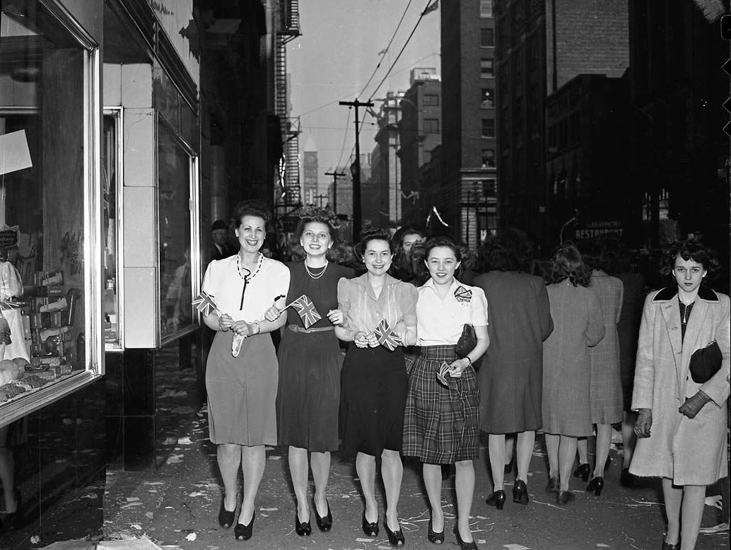 American 1940's fashion VE Day | 1940s Fashion Adults ...