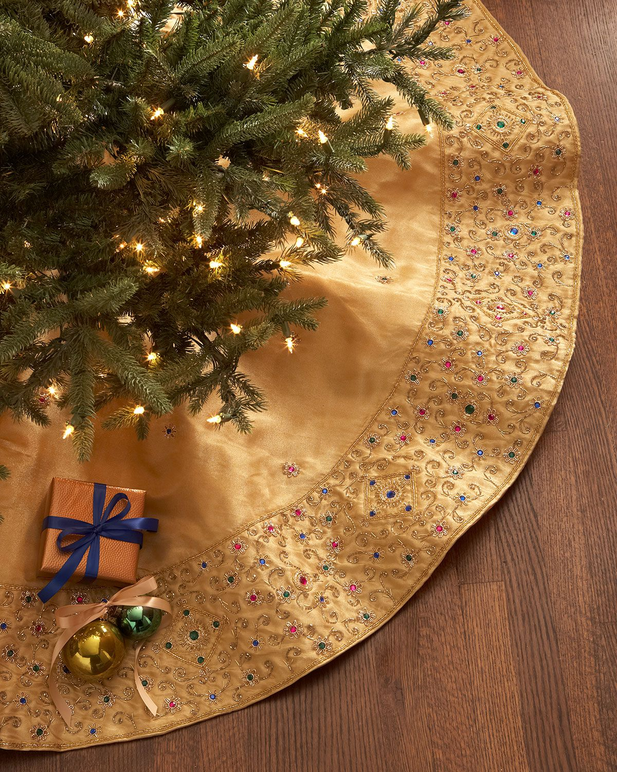 Sudha Pennathur Gold Beaded Christmas Tree Skirt Elegant Christmas Trees Stocking Tree Xmas Tree Skirts
