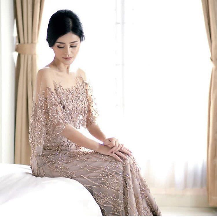 Model Kebaya Mewah Modern Tanpa Hijab Gaun Batik Dress Outfits Model Pakaian