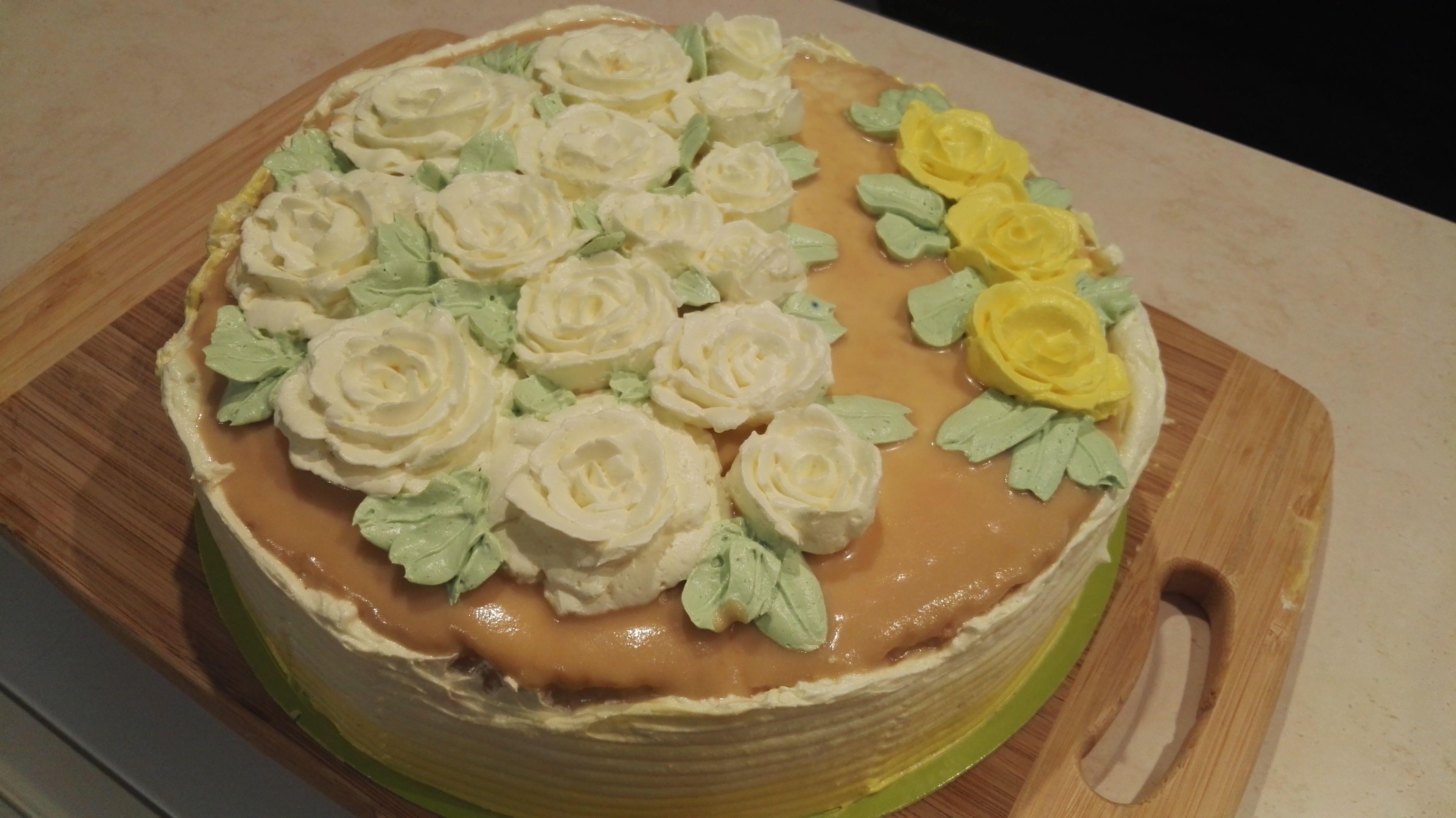 Tort waniliowy w róże Jedzenie, Tort